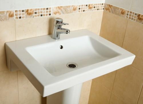 Různě barevné bordury nabídnou zajímavý detail v koupelně, zdroj: shutterstock.com