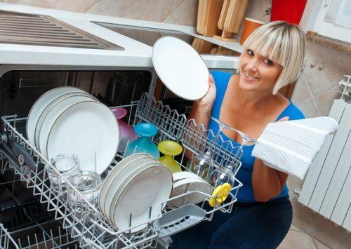 Myčka nádobí se stává běžnou součástí nových kuchyní, zdroj: shutterstock.com