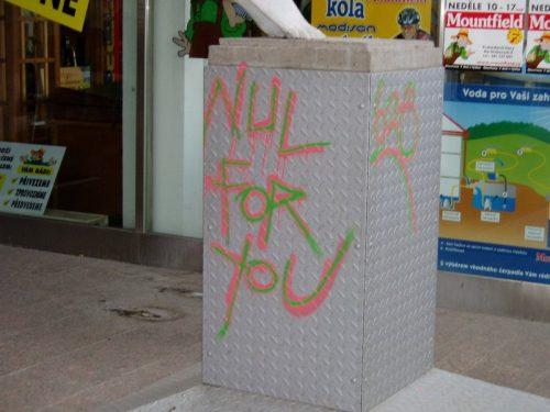 Každý povrch vyžaduje jiný přístup k odstranění graffiti, proto je vhodnější poradit se s odbornou firmou, zdroj: graffiti.cz