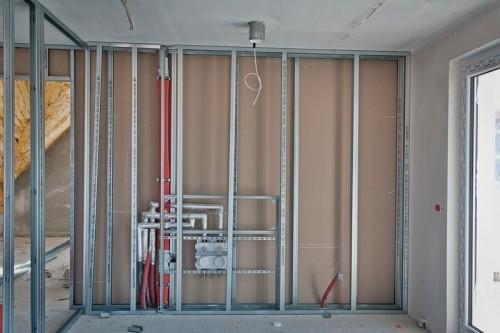 Kovové výztuže pro uchycení sádrokartonu, zdroj: shutterstock.com