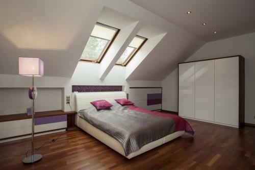 Na střešní okna není problém umístit žaluzie, zdroj: shutterstock.com