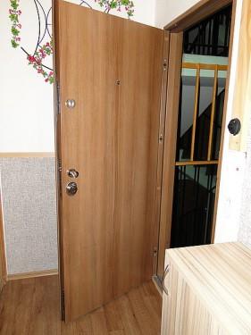Bezpečnostní dveře lze otevřít bez klíčů jen těžko, zdroj: htdvere.cz