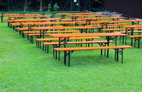 sety lavic a stolů