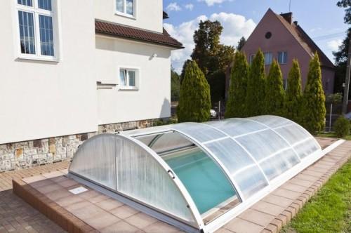 Pevné zastřešení bazénu, zdroj: bazeny-mountfield.cz