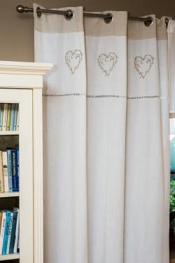 Závěs Heart Needlework, zdroj: bellarose.cz